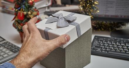 The Season of Bonuses: The SMB Guide to Giving Holiday Bonuses